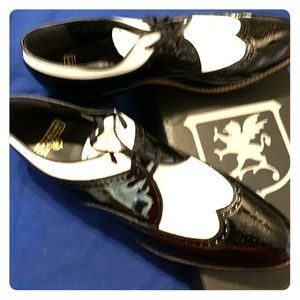 Men's Stacy Adams Black and White shoes